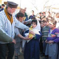 Afghani school food distribution